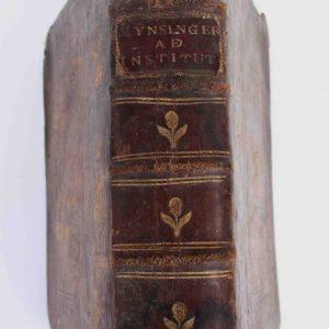 COMMENTARIA IOANIS MYNSINGRE À FRUNDEK;, in  quator institutionum libros, 1672, capa